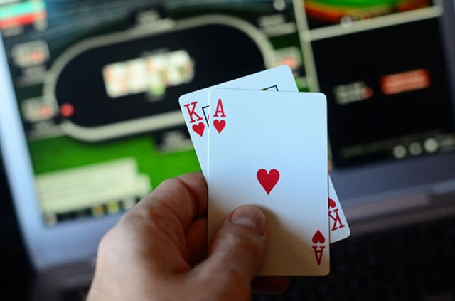 Play blackjack card game